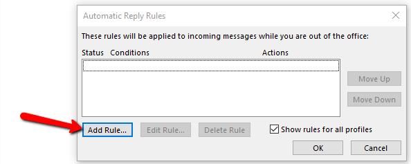 Specificarea regulilor de redirecționare a răspunsurilor automate în Outlook 2013.